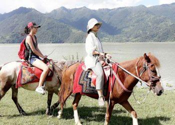 pokhara dhampus horse riding trek