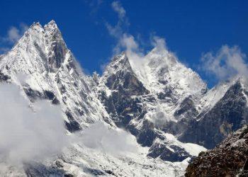 Cholatse-Peak-Climbing